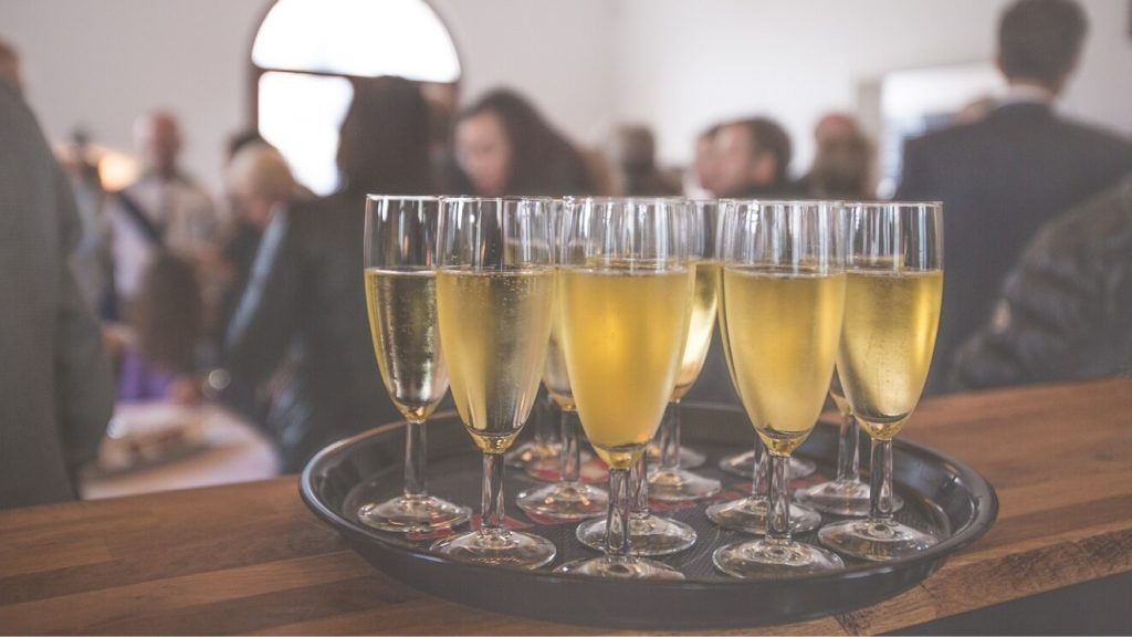 7 Tips to host your end of year client event in style.